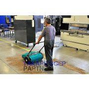 Eureka Picobello 151 ipari kézi seprőgép raktárban fűrészport seper