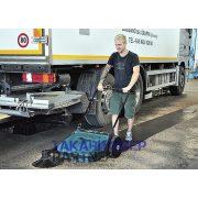 Eureka Picobello 151 ipari kézi seprőgép parkolóban takarít kavicsot